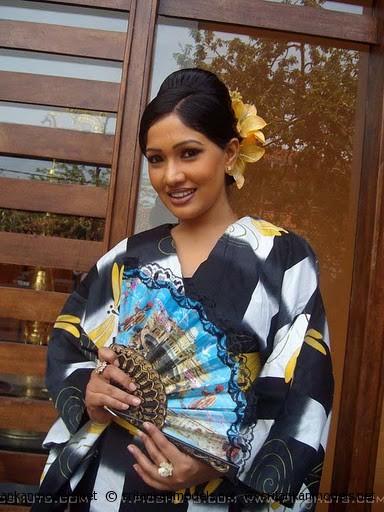 Piyumi Botheju | LK Model Zone | Sri Lankan No.01 Model