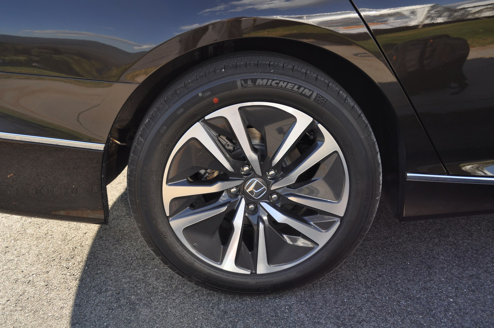 First Drive: 2018 Honda Accord Hybrid Is A No Compromise ...