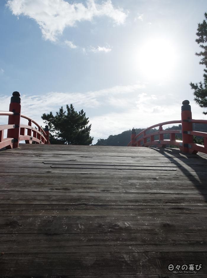 Pont de bois arrondi, sanctuaire Itsukushima, Miyajima, Hiroshima-ken