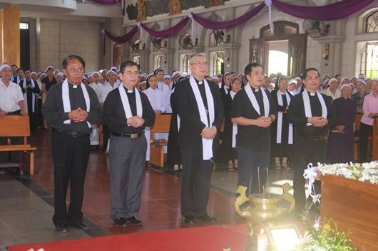 Ngày thứ Ba: Kính viếng và cầu nguyện cho Đức cha Phanxicô Xaviê Nguyễn Văn Sang - Ảnh minh hoạ 32