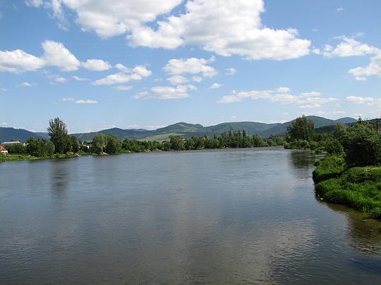 Rzeka Wag (słow. Váh) wpływająca na Kotlinę Żilińską.