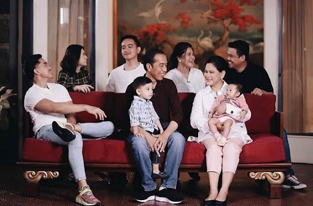 Potret Keluarga Harmonis Jokowi Pencitraan yang Hina Intelektualitas
