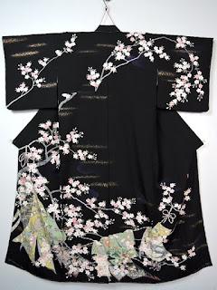 黒地に満開の夜桜が配された訪問着です。