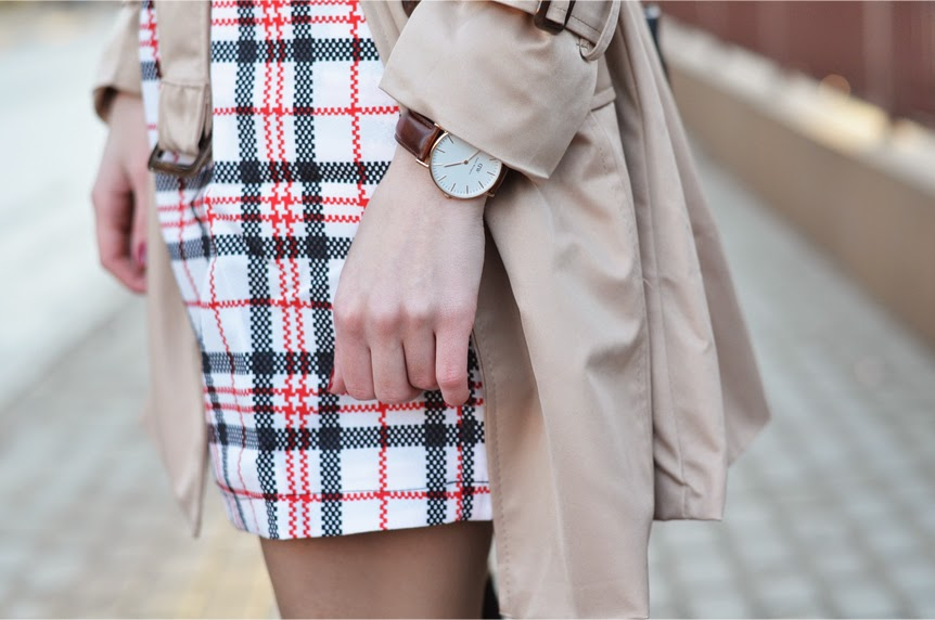 TARTAN DRESS, BEIGE TRENCH COAT & HUNTER WELLINGTONS