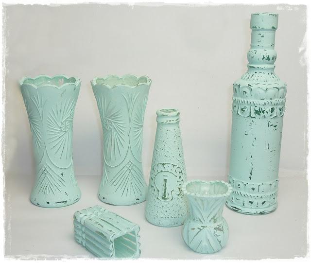 Ornament Vasen und Flaschen mit selbstgemachter Kreidefarbe bemalt