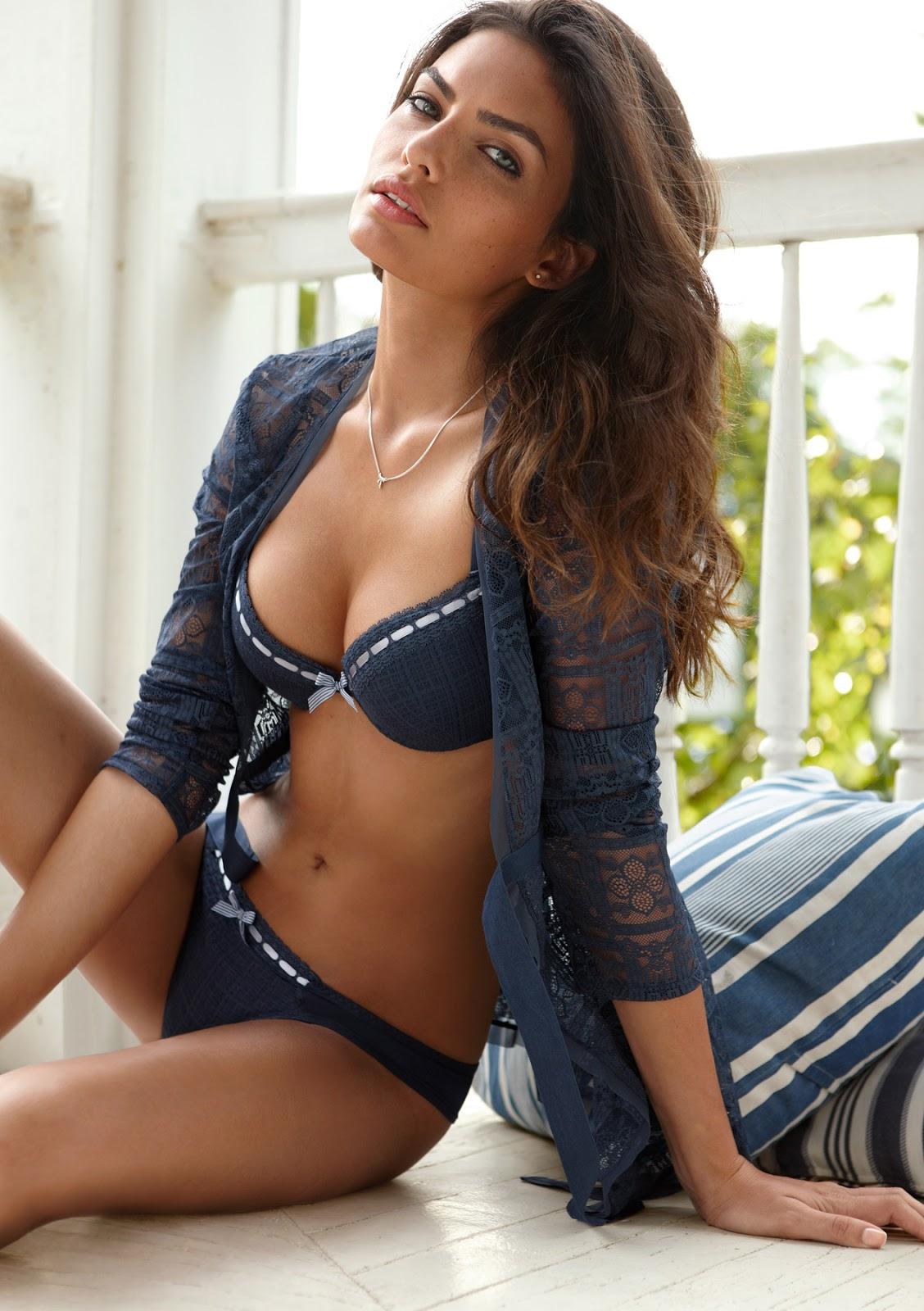 Alyssa Modelo No Desnuda