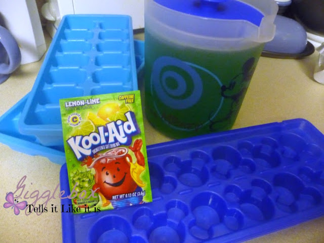 a delicious drink for St Patrick's Day, family friendly St Patrick's Day drink, lemon-lime kool-aid ice cubes in Sprite, St Patrick's Day,