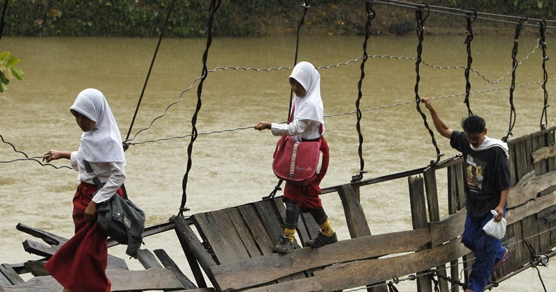 Kayu Menjadi Rapuh Jika Terkena Hujan Dan Panas Karena