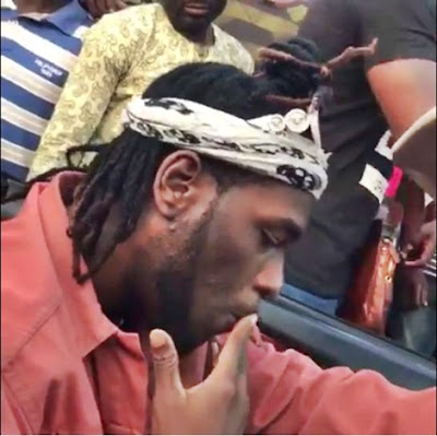 Burna Boy Spotted Smoking Weed Freely in Lagos Traffic (Photos+Video)