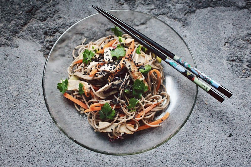 我看《不小心就少了5公斤!49道蔬菜做的偽麵條料理,低澱粉、高營養的驚奇美味》:來一場夏日的清爽饗宴吧