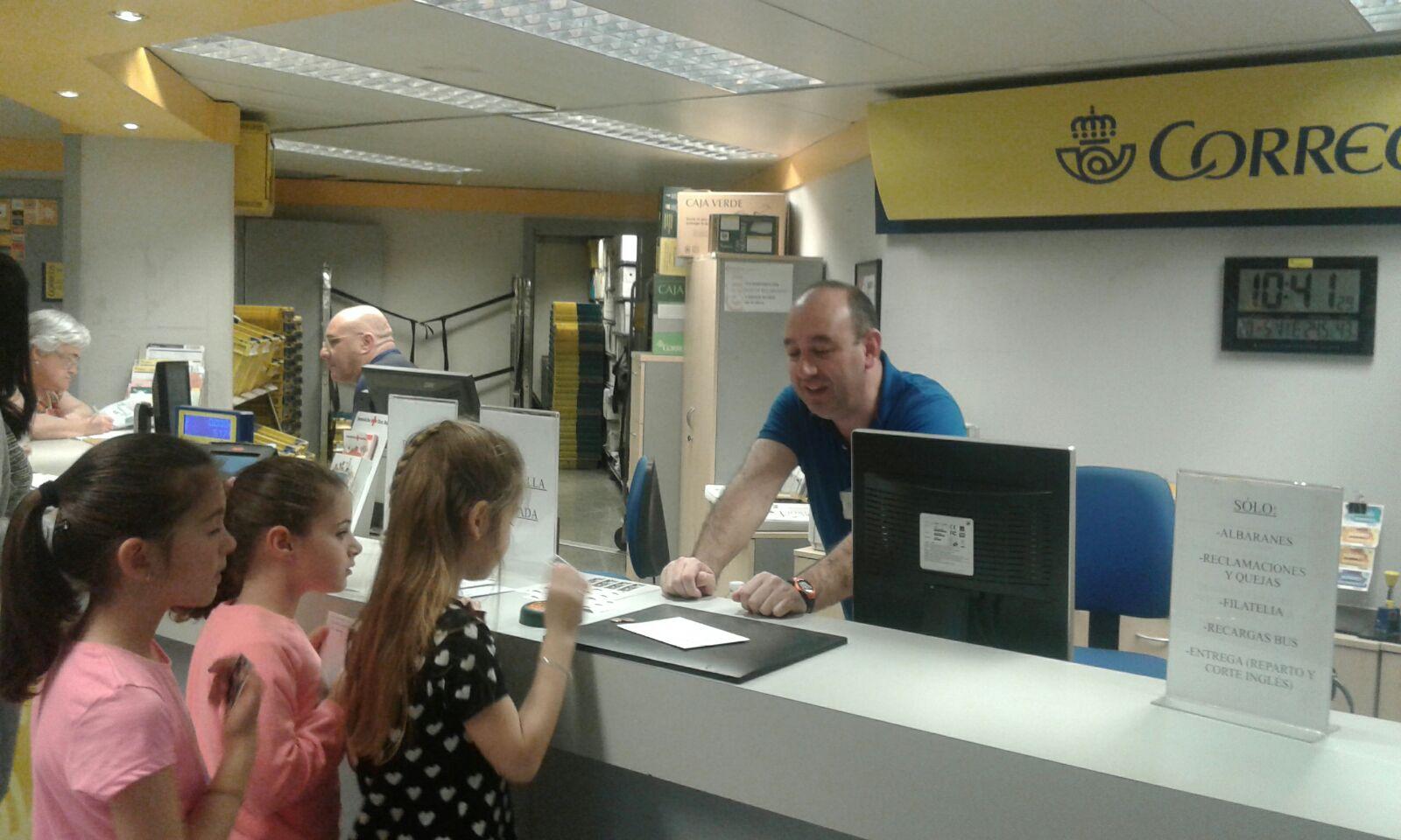Ceip nueva monta a salida de 2 primaria a la oficina de for Oficina de correos horario