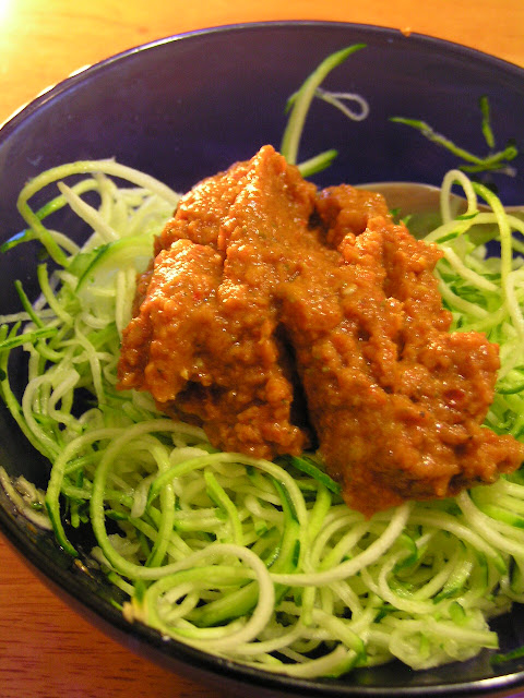 zucchini noodles zoodles with raw marinara