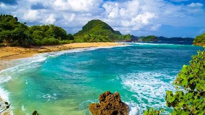 Wisata pantai Goa Cina