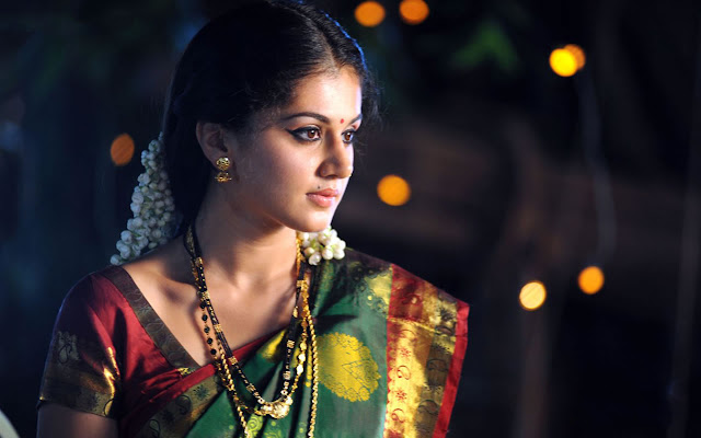 Taapsee Pannu Wallpapers HD in Traditional Saree