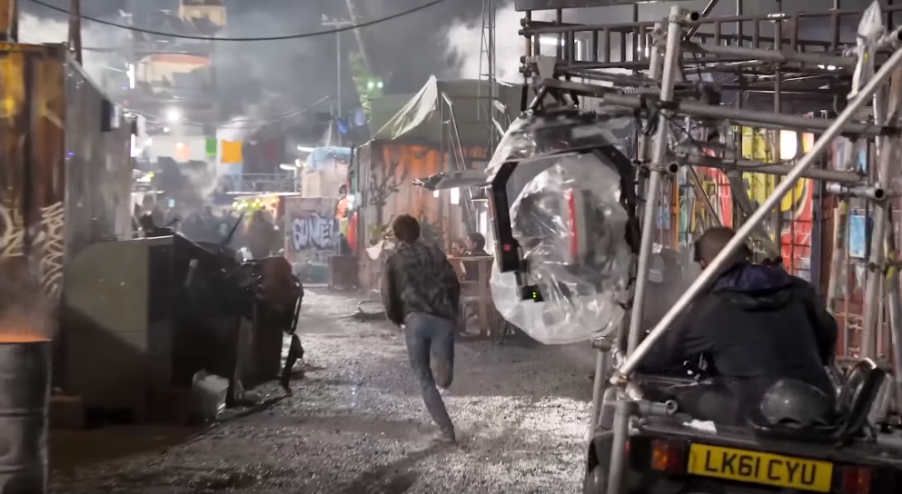 20 Amazing Behind The Scenes Photos From Ready Player One