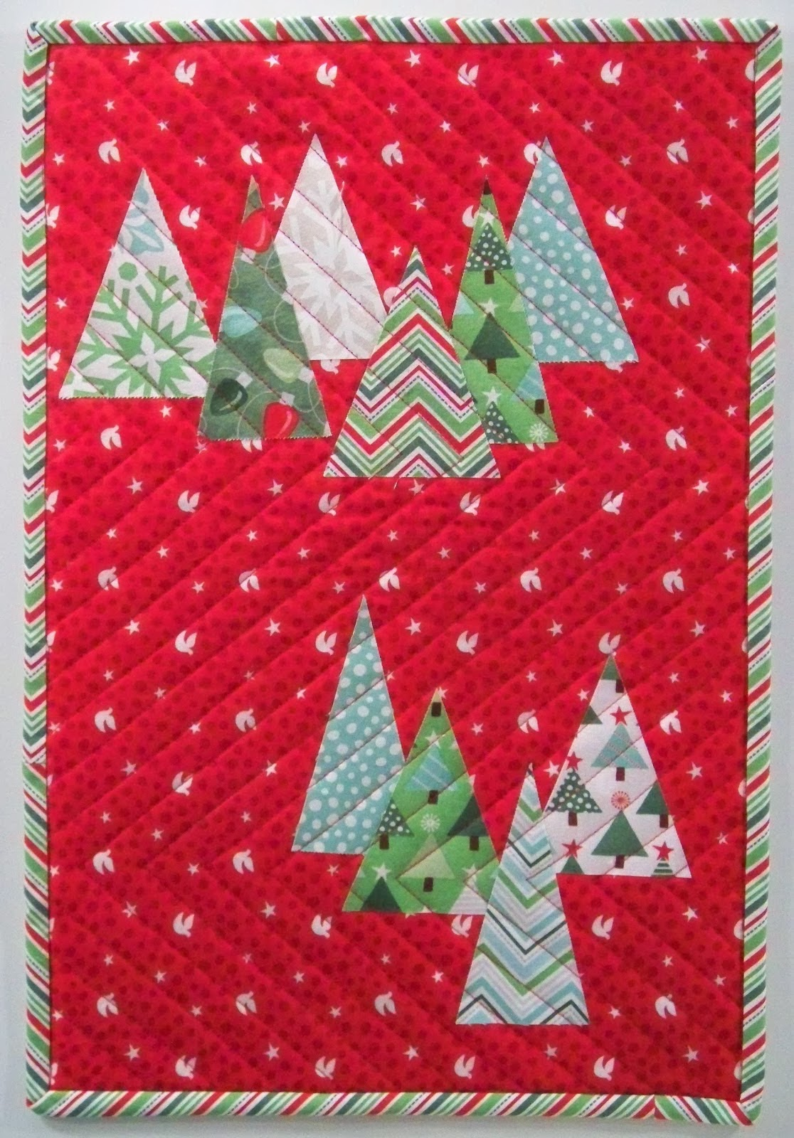 Quilt Inspiration: Free pattern day: Christmas quilts ...