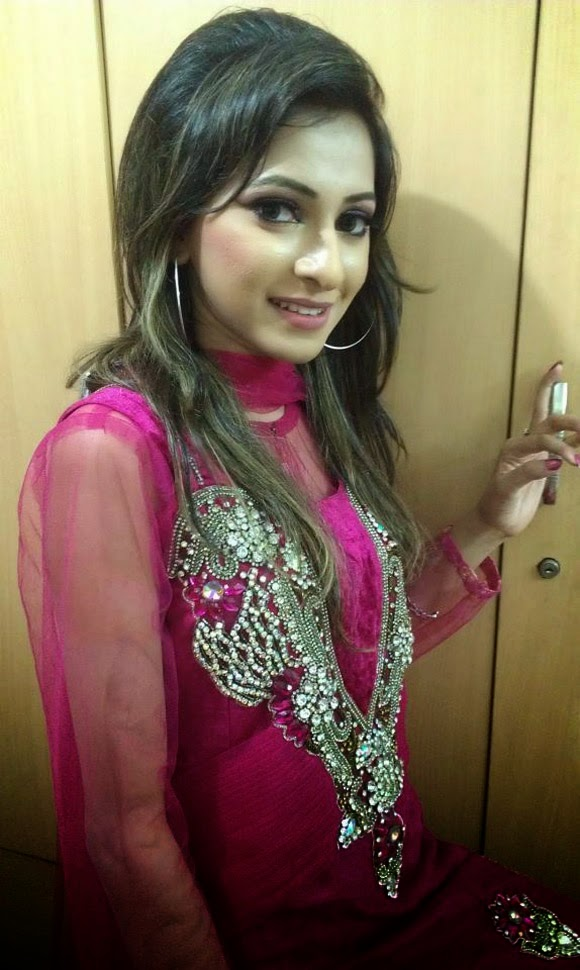 Beautiful Desi Girl Photo Gallery