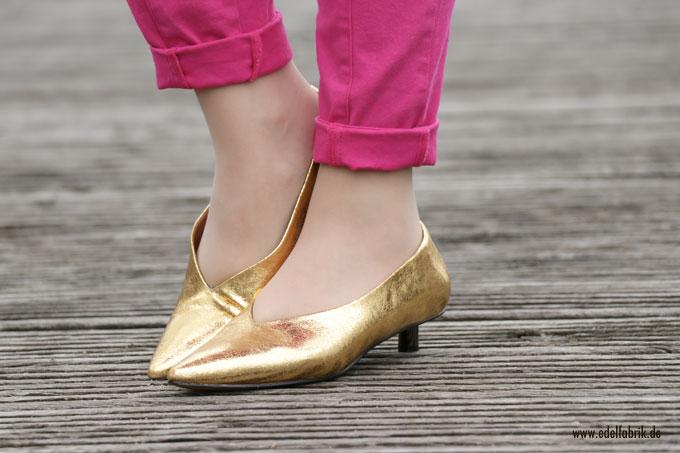 goldene Schuhe kombinieren