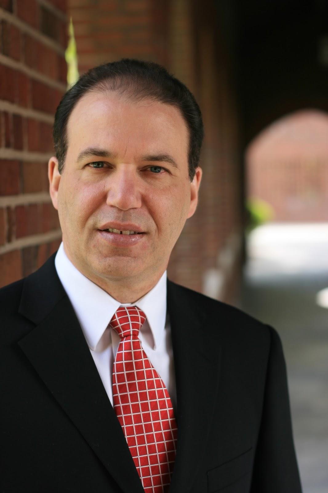 Dr. Mario E. Martínez 1e69fa17e39d