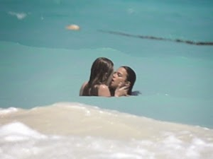 Without the top of the bikini, Cara Delevingne kisses Michelle Rodriguez