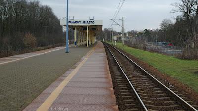 http://fotobabij.blogspot.com/2016/01/zdjecie-dworzec-pkp-puawy-tory-od.html