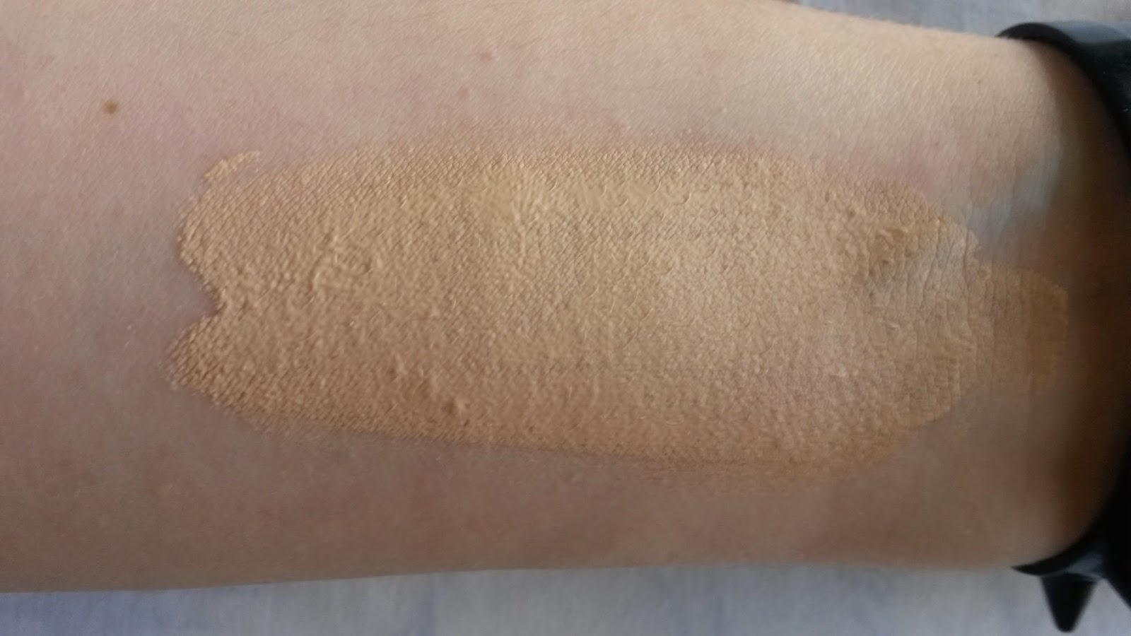 Etude House Skin Fit Foundation swatches