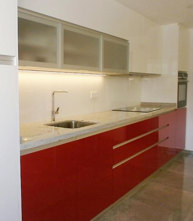 cocina-blanca-y-rojo-ferrari-cce20