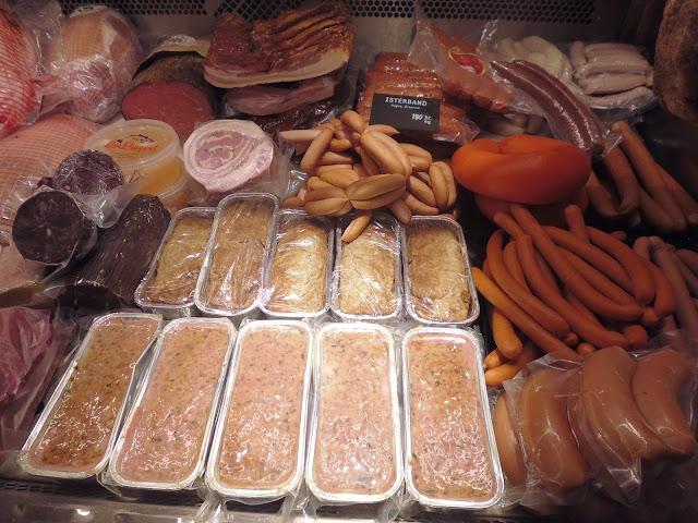 Comida típica en el Mercado Östermalms Saluhall (Estocolmo) (@mibaulviajero)