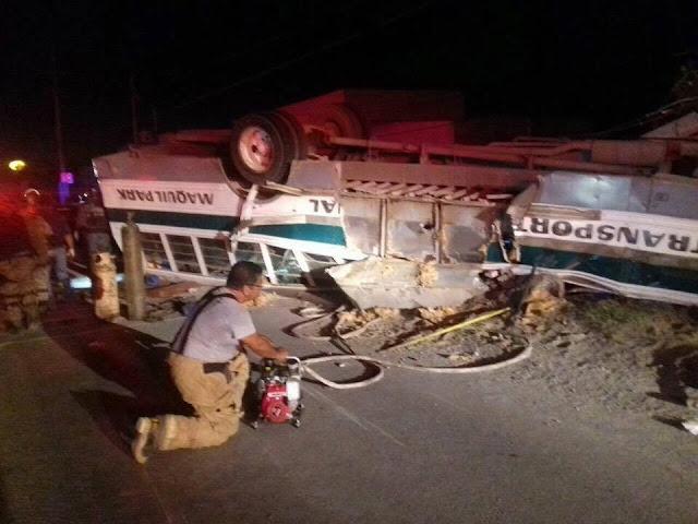 Camión de jornaleros era perseguido por comando de sicarios armados estos provocan volcadura y mueren 7