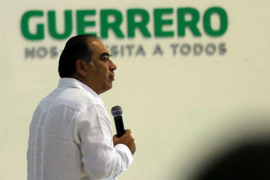 Denuncian retenciones y descuentos a trabajadores del gobierno de Guerrero para subsidiar plazas