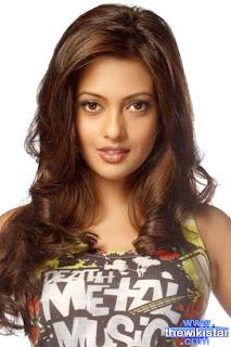 رايا سين (Riya Sen)، ممثلة هندية وعارضة أزياء، ولدت يوم 24 يناير 1981 في كلكتا