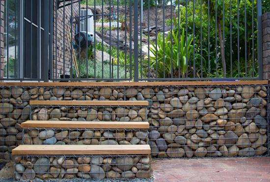 taman dengan bronjong batu