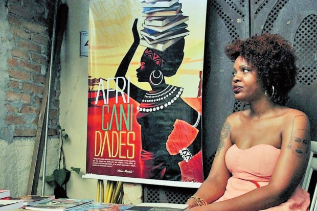 Bibliotecária inaugura loja física de livraria especializada em autoras negras