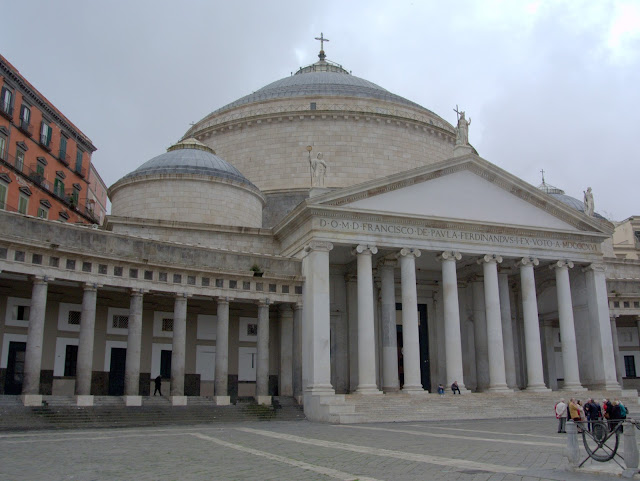 kościół Neapol, plac Plebiscytu, zwiedzanie