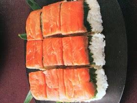membuat sushi salmon