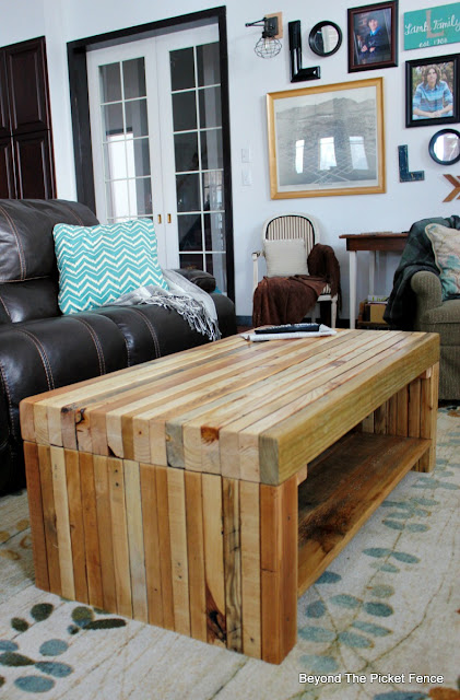 pallets, coffee table, build it, 2x4 furniture, salvaged, build it, woodworking, http://bec4-beyondthepicketfence.blogspot.com/2016/02/building-lessons-pallet-coffee-table.html