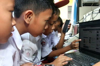Internet Tidak Bisa Menggantikan Posisi Guru