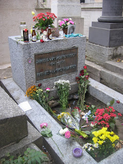 Photo de la tombe de Jim Morrison de nos jours