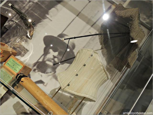Sombrilla y Corsé en el Museo de las Ballenas de New Bedford