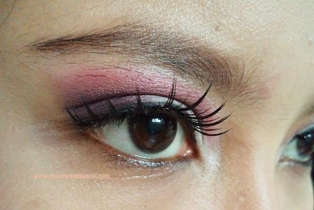 Mencoba Warna Hot Pink