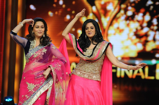 Sridevi Madhuri Dixit dancing Photos