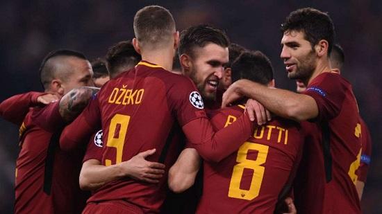 AS Roma thi đấu trong trang phục truyền thống.