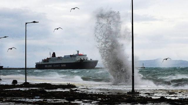 Απαγορευτικό απόπλου λόγω ισχυρών ανέμων - Σε ποια λιμάνια μένουν δεμένα τα πλοία