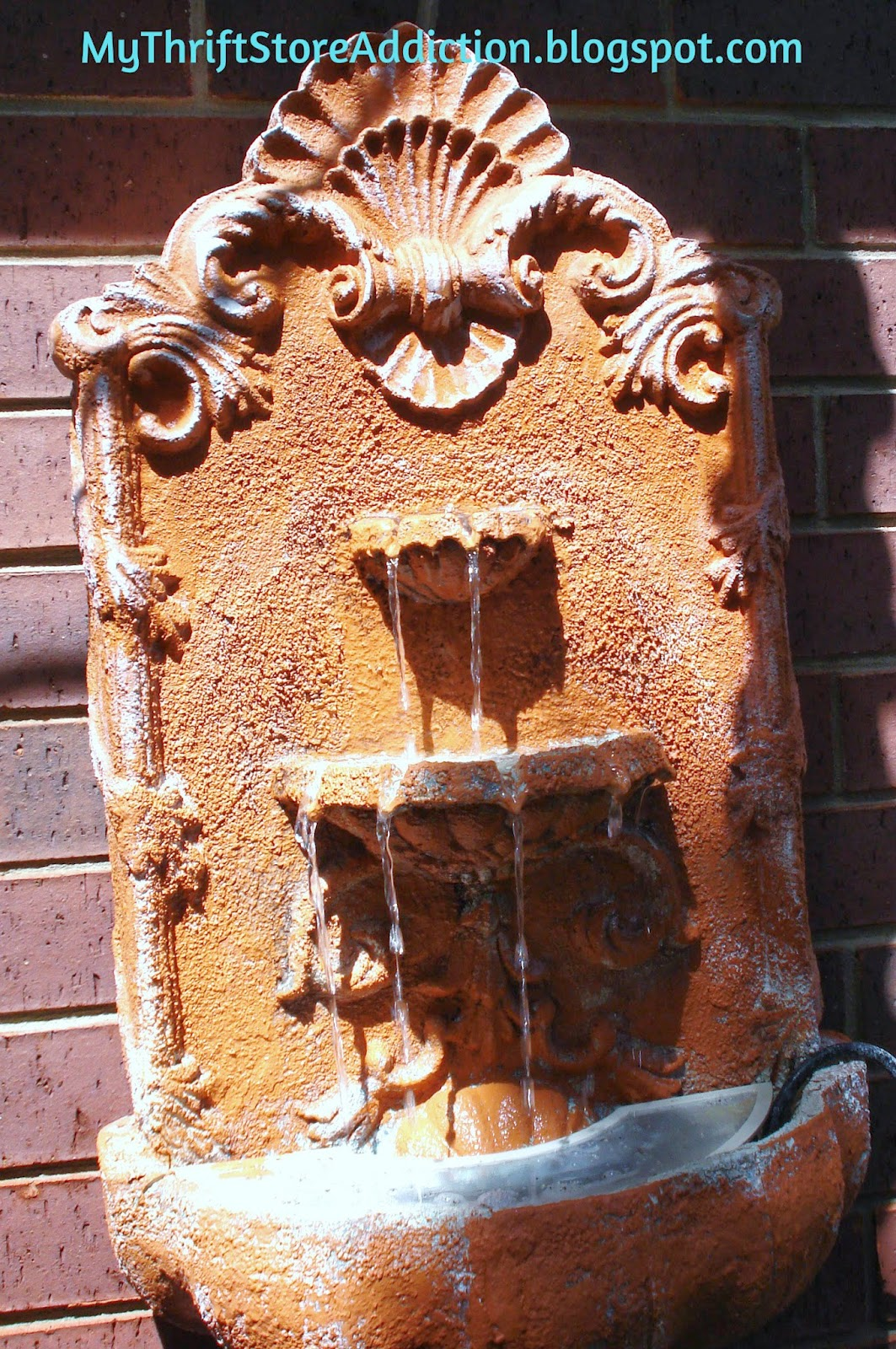 Wall fountain water feature