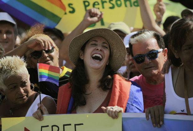 Dupla lésbica de hip-hop combate LGBTfobia com música em Havana