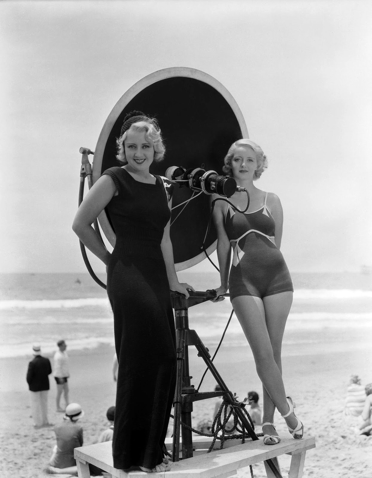 Joan Blondell and Bette Davis on the set of the Movie: Three on a