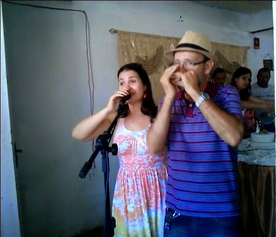 http://www.4shared.com/video/UlwpWuG8ce/Gilson_e_Verinha_cantando_Petr.html