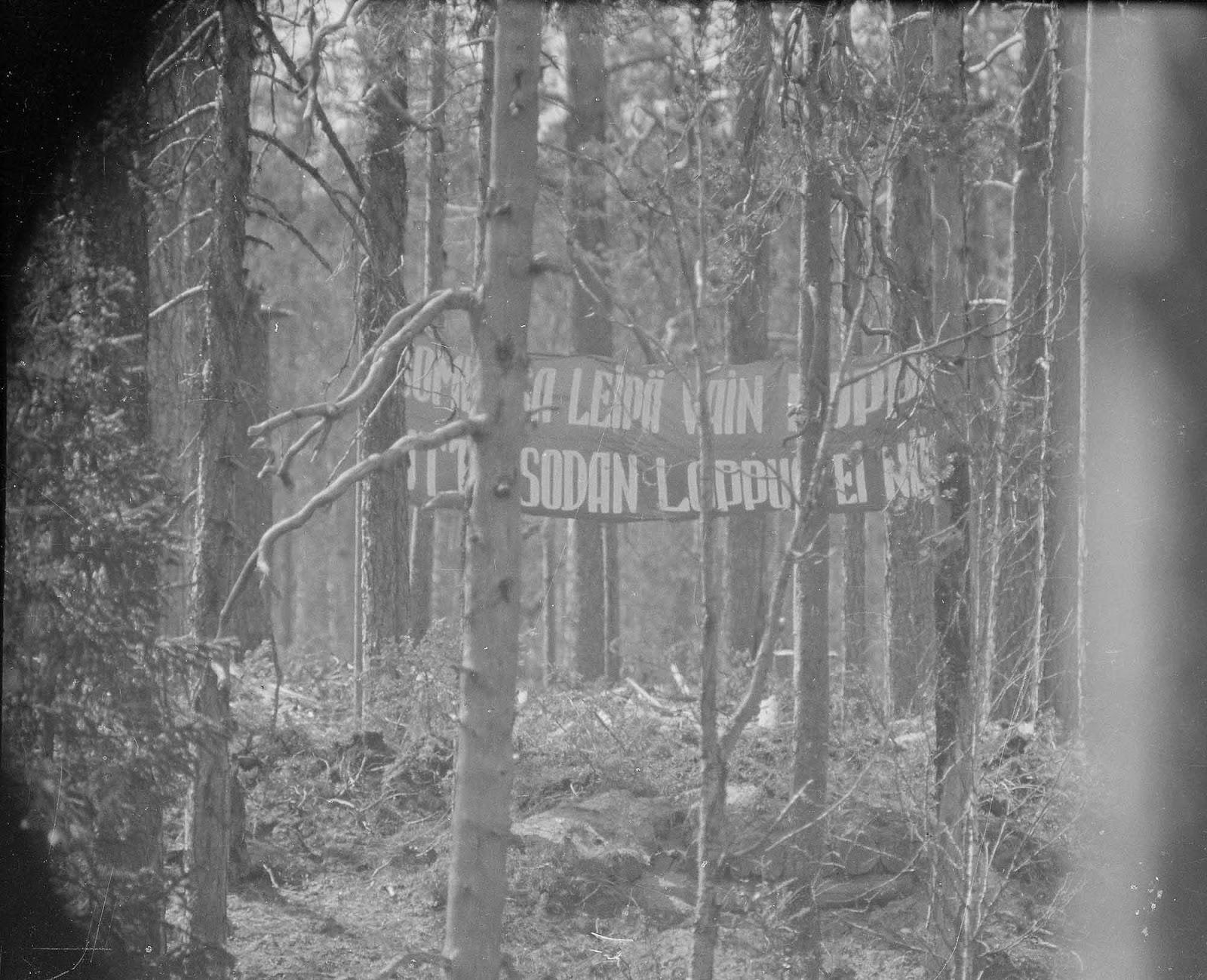 Soviet frontline propaganda banner directed towards Finns, 1942.