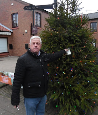 Malcolm Dunderdale removing the final message from the Brigg Tree of Light - January 5, 2019