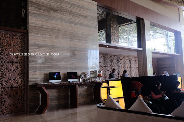 area self service dan internet access di Best Western Premier Panbil Batam